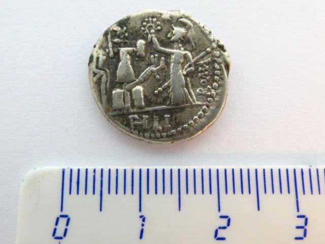 """מטבע כסף רומי ע""""ס דינר רפובליקני, 120 לפנה""""ס, Furius"""