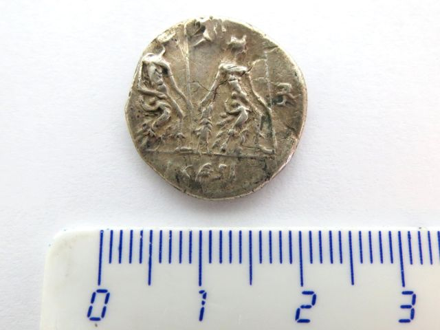 """מטבע כסף רומי ע""""ס דינר רפובליקני, לא מזוהה, מאה ראשונה לספירה"""