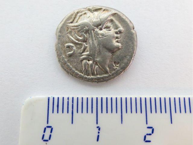 """מטבע כסף רומי ע""""ס דינר, רפובליקני, 91 לפניה""""ס, יוניה סילנוס Junia Silanus"""