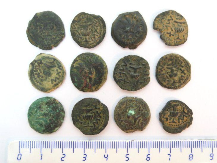 12 מטבעות ברונזה, מרד ראשון, שנה שתים