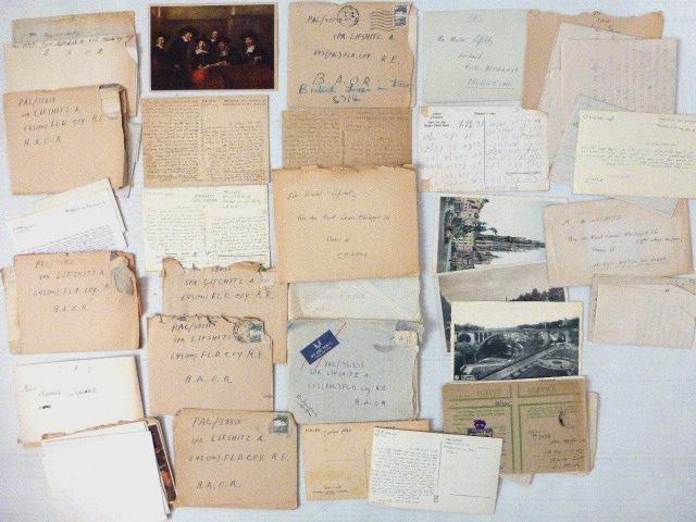 לוט גדול של מכתבים וגלויות מ-ואל החייל ליפשיץ Pal/38838, ששירת במלחמת העולם השניה ביחידות הארצישראליות בצבא הוד מלכותה