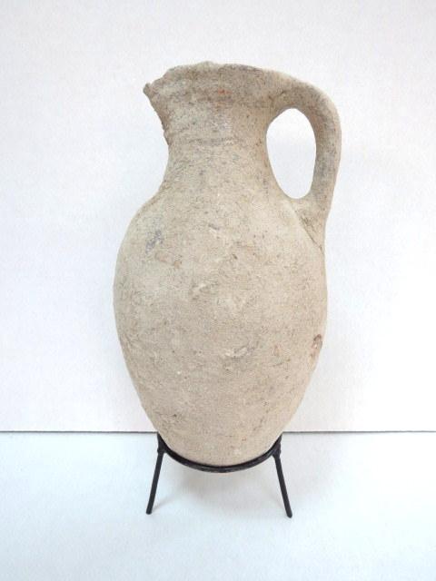 """כד אמפורה (טורפדו) חרס, תקופת הברונזה המאוחרת 1550-1200 לפנה""""ס, מצב טוב, צ'יפ קטן בצד"""