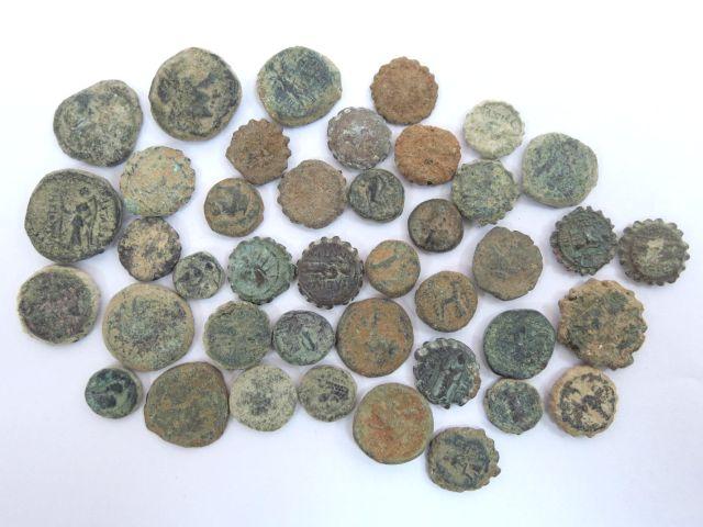 """40 מטבעות ברונזה סלווקיות מאות שניה ושלישית לפנה""""ס"""