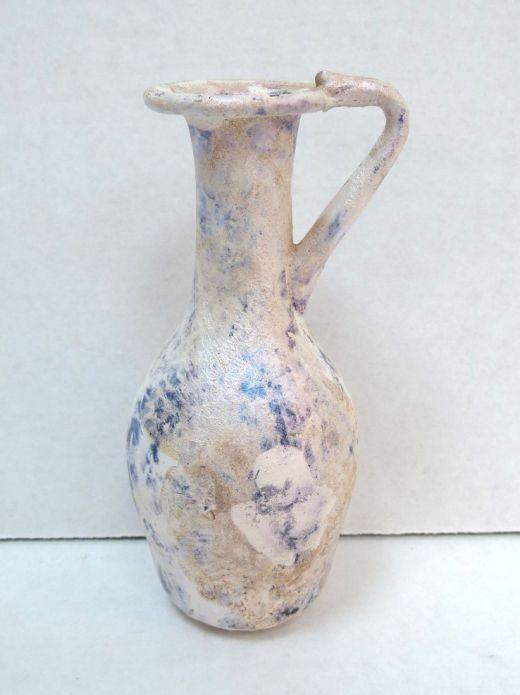 """בקבוקון זכוכית רומית, ידית אחת פטינה גוון כחול וחציל, מושלם ללא תיקונים, גובה 103 מ""""מ"""