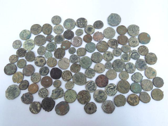 100 מטבעות ברונזה רומיות מאוחרות