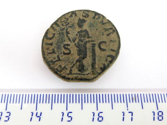 """מטבע ע""""ס דופונדיוס, שלטון סוורוס אלכסנדר 222-235 לספירה, עם דיוקן יוליה ממאה (אם הקיסר), גב: האלה פליסיטה"""