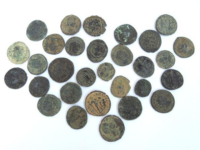 30 מטבעות ברונזה, תקופה רומית מאוחרת, מאה שלישית עד חמישית