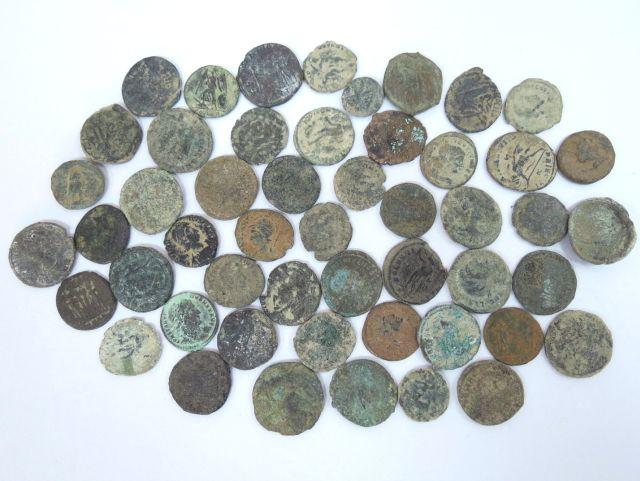 50 מטבעות ברונזה רומיות מאות רביעית וחמישית לספירה