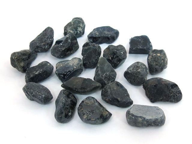 """גלם של ספירים כחולים כל אבן 10-15 ct, ס""""ה 233 ct"""