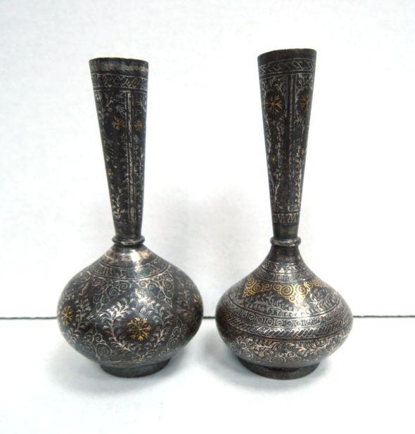 """זוג אגרטלים מיניאטוריים, הודו ברזל עם אינליי כסף וזהב, עבודת יד אומן, גובה 10 ס""""מ"""
