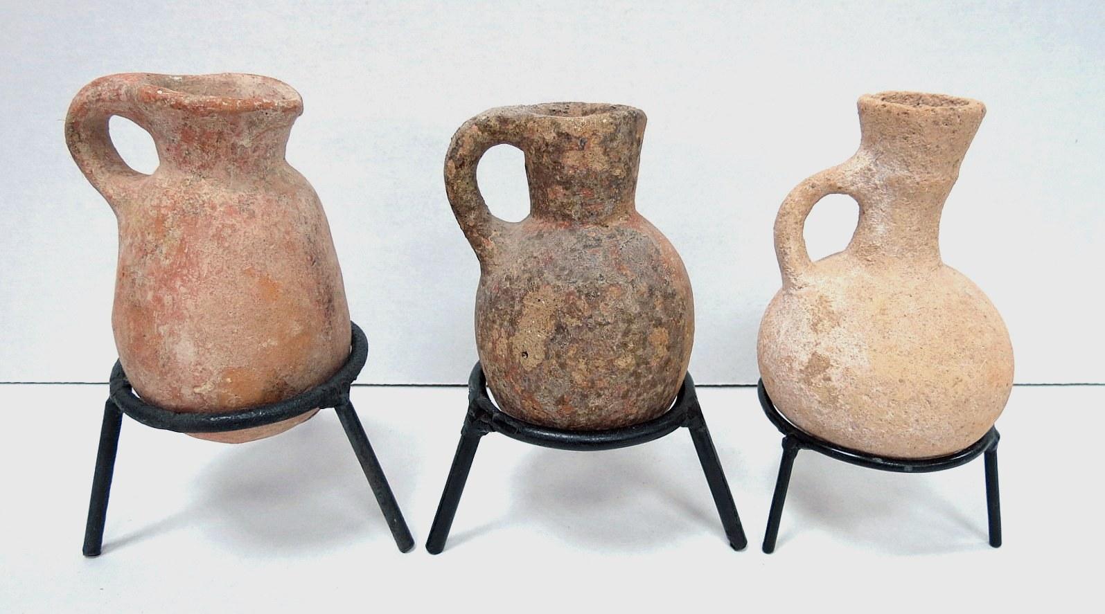 """שלוש פכיות חרס, תקופת הברזל II 800-586 לפנה""""ס, שלמים, ללא רפאות"""
