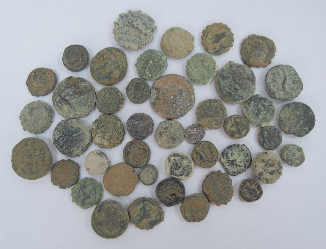 """כ-44 מטבעות הלניסטיות (סלווקיות ובית תלמיי) מאות שלישית - ראשונה לפנה""""ס"""