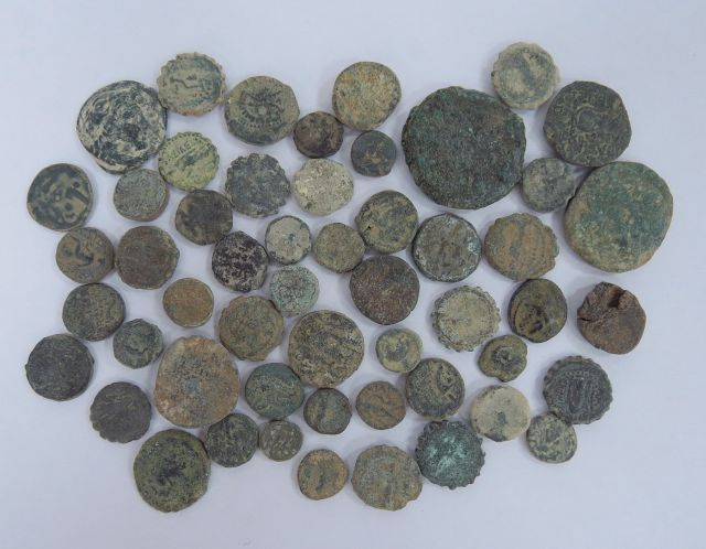 """כ-50 מטבעות הלניסטיות (סלווקיות ובית תלמיי) מאות שלישית - ראשונה לפנה""""ס"""