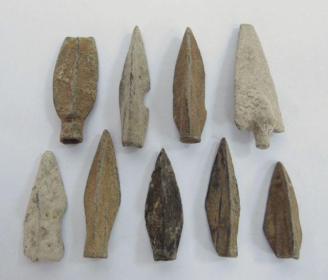 """לוט 9 ראשי חיצים, ברונזה, תקופות הלניסטית ורומית, מאה שלישית לפנה""""ס עד שניה לספירה"""
