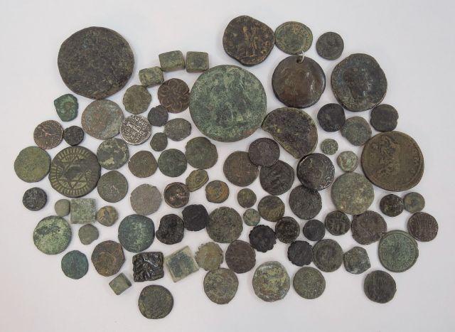 לוט של כ-80 מטבעות ברונזה מתקופות שונות: הלניסטית, רומית, חשמונאית, ביזנטית, איסלם, מצבים שונים