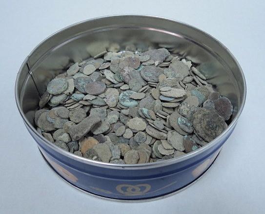 """1.78 ק""""ג של מטבעות עתיקות לא מנוקות, כל התקופות, מהתקופה ההלניסטית עד המאה ה-20"""