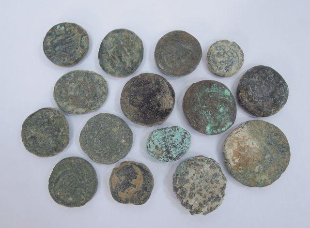"""לוט 15 מטבעות ערים רומיות, א""""י, מהמאה הראשונה עד הרביעית לספירה, מצבים שונים"""