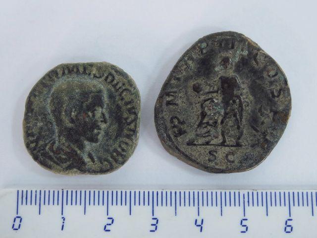 שתי מטבעות רומיות גדולות שלטון טריאן דקיוס וגורדיאן השלישי