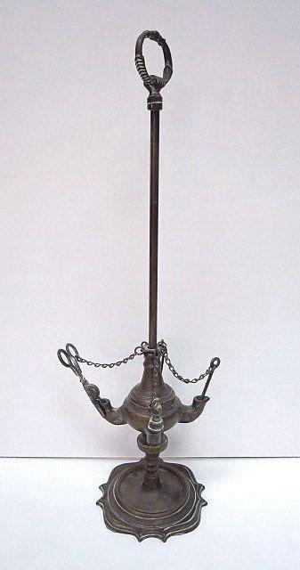 """נר שמן עשוי ברונזה ארבעה קנים על מוט-בסיס מתכוונן עם כלים, הודו, גובה 51 ס""""מ"""