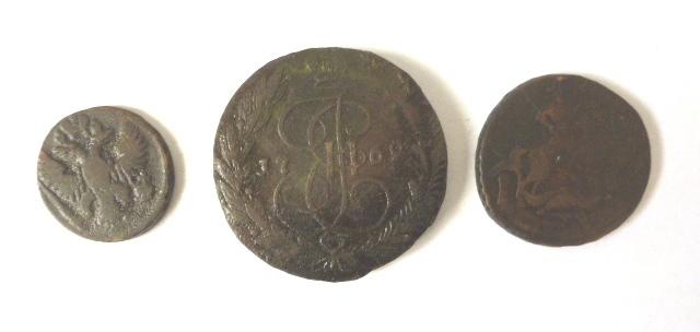 שלושה מטבעות נחושת, רוסיה הצארית: 5 קופק 1769, שני קופק 1758, חצי קופק 1731 (good)