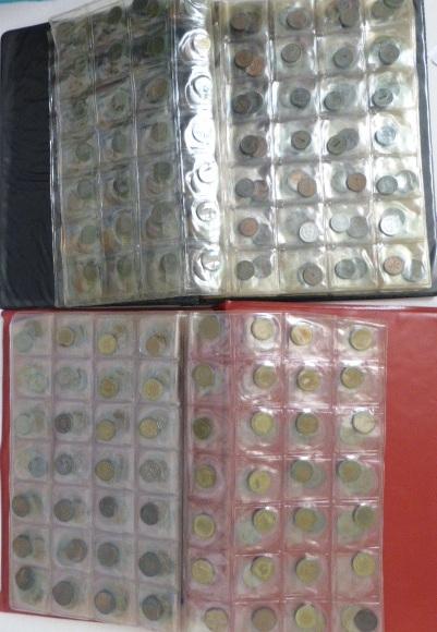 שני אלבומים עם מטבעות: גרמניה 1,2,5 ו-10 פפניג מתחילת המאה העשרים עד שנות ה90