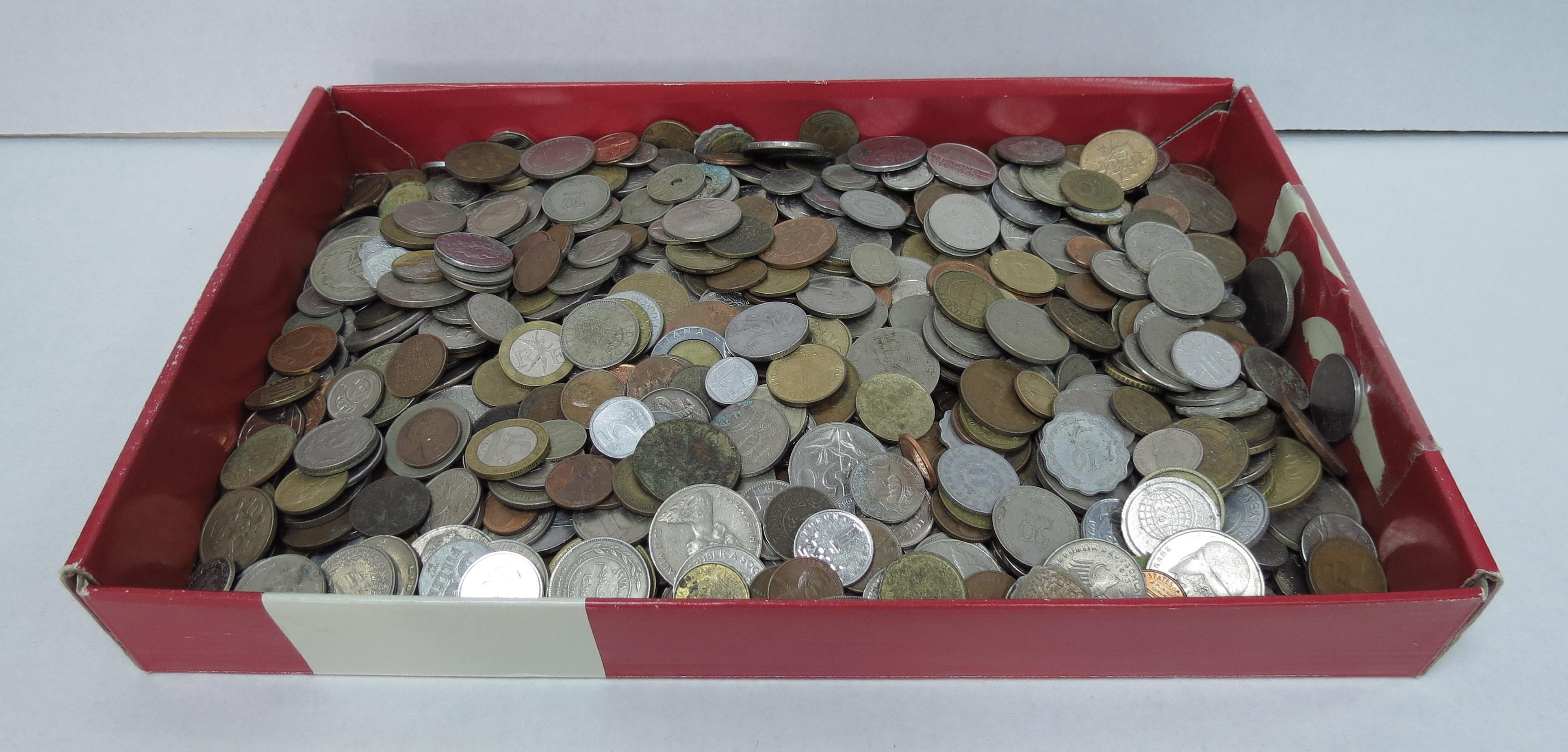 """לוט 4.5 ק""""ג מטבעות כל העולם במחזור ולא במחזור"""