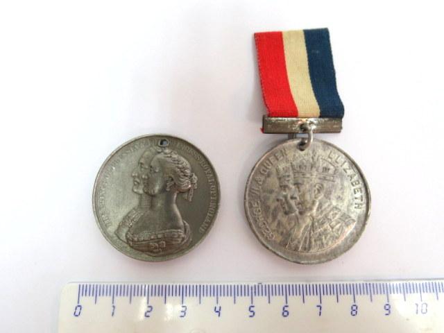 שני אותות, מזכרת לרגל חתונות מלכותיות, אנגליה: א. 1858 ב. 1937