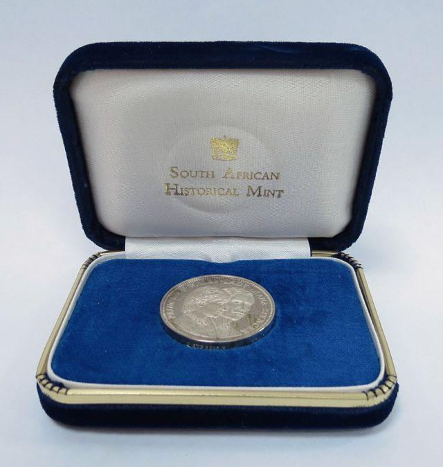 מדלית פרופ, מזכרת לחתונה המלכותית של דיאנה וצ'רלס, 29.7.81, כסף 925, 31 גרם Royal wedding proof medallion - Prince Charles and Lady Diana, no 1790 of 5000