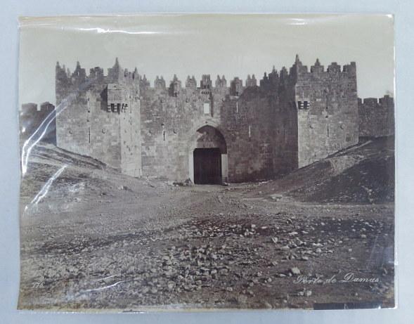 צילום אלבומין, שער שכם ירושלים, סביבות 1880, 22.5X29