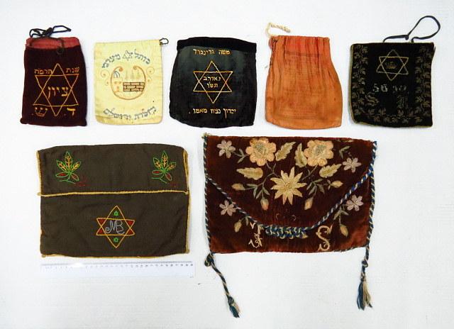 שני תיקים לטליתות, וחמישה תיקי תפילין מחצית הראשונה של המאה ה20, ארץ ישראל, מזרח ומערב אירופה, גרוזיה ועוד