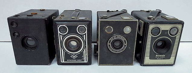ארבע מצלמות בוקס: Brownie Six-20 Kodak, Brownie-Model C, Kodak, Agfa Syncro Box, Box-Tengor-Zeiss Ikon