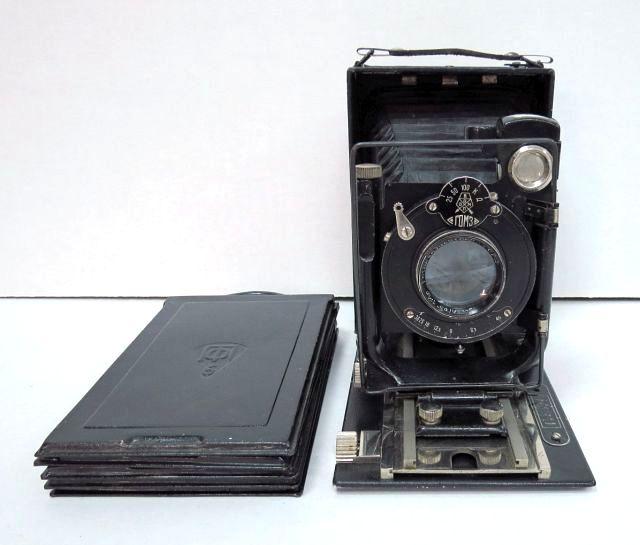 מצלמת לוחות רוסית Autokov דגם GOMZ, עם חמש קופסות ללוחות