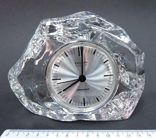 """שעון מדף, מנגנון קוורץ,  """"קופסה"""" קריסטל מלוטש, מנגנון תוצ Staiger, גרמניה"""