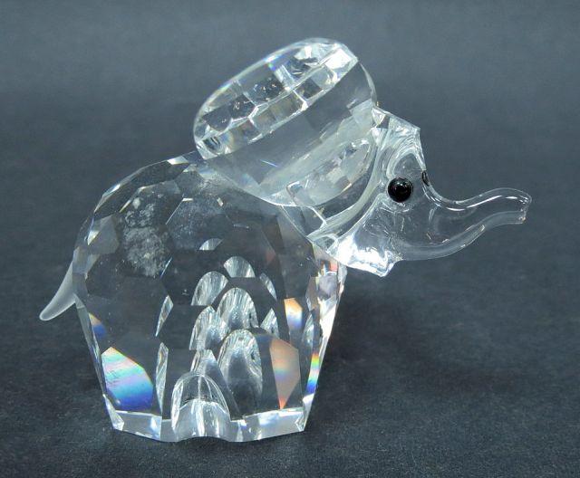 """פיגורת זכוכית Swarowski פיל קטן, חתימה קצת מחוקה, גובה 5 ס""""מ"""