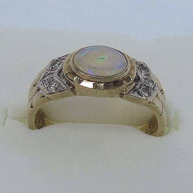 טבעת זהב 9K, עם שיבוץ אופל וששה ספירים קטנים, 2.9 גרם