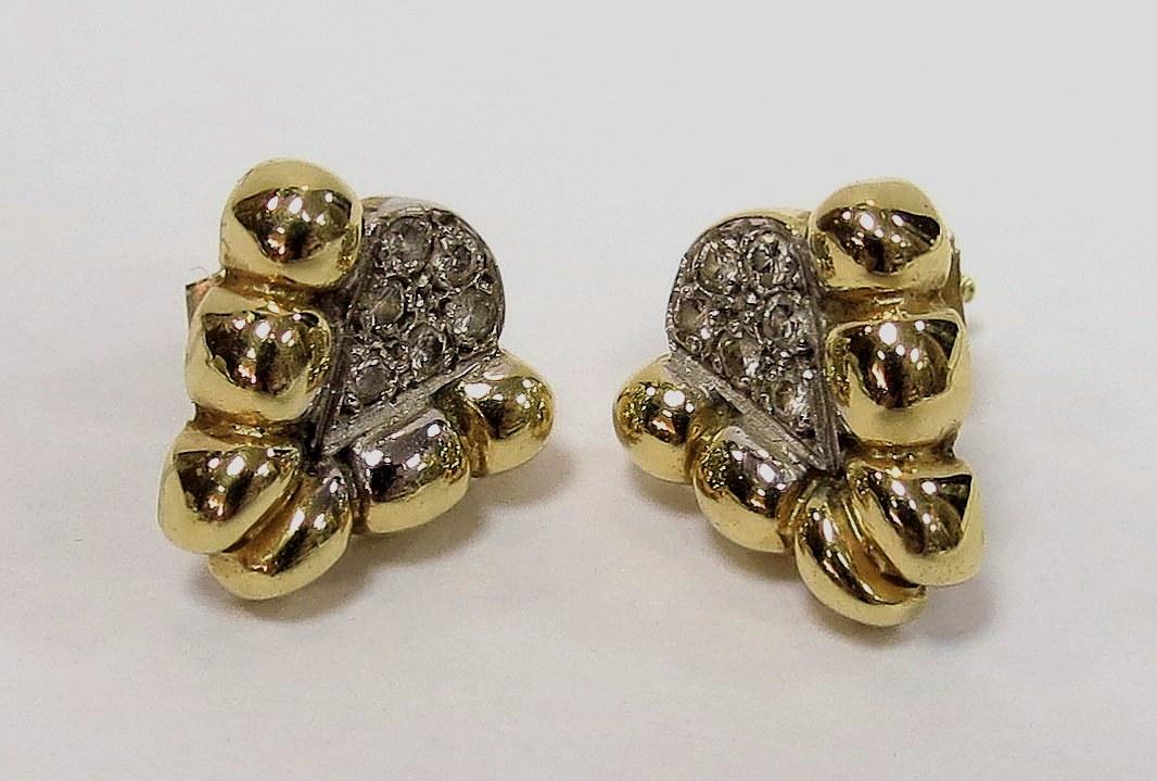 """זוג עגילי זהב 14K, כ""""א משובץ בששה יהלומים, כ-2 נק' כ""""א, 3.2 גרם"""