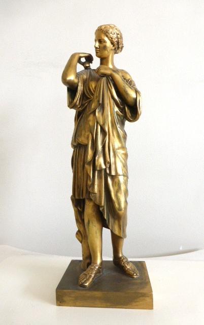 """ברונזה עם הזהבה, אישה בגלימת טוגה, חתום, גובה 35 ס""""מ"""