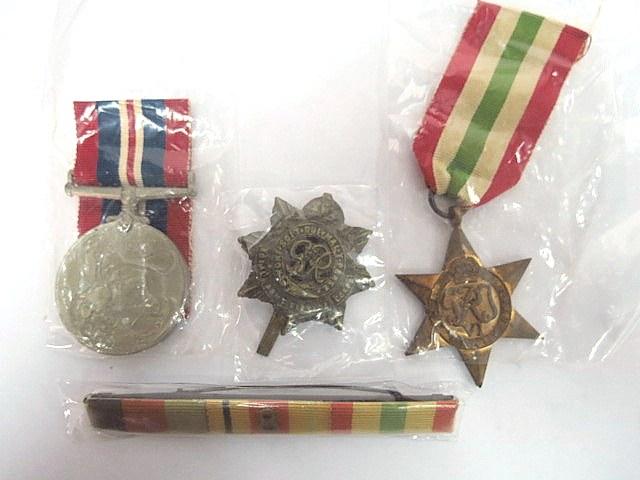 שני אותות צבא הוד מלכותה, bar וסיכת כומתה War Medal, Italy Star,