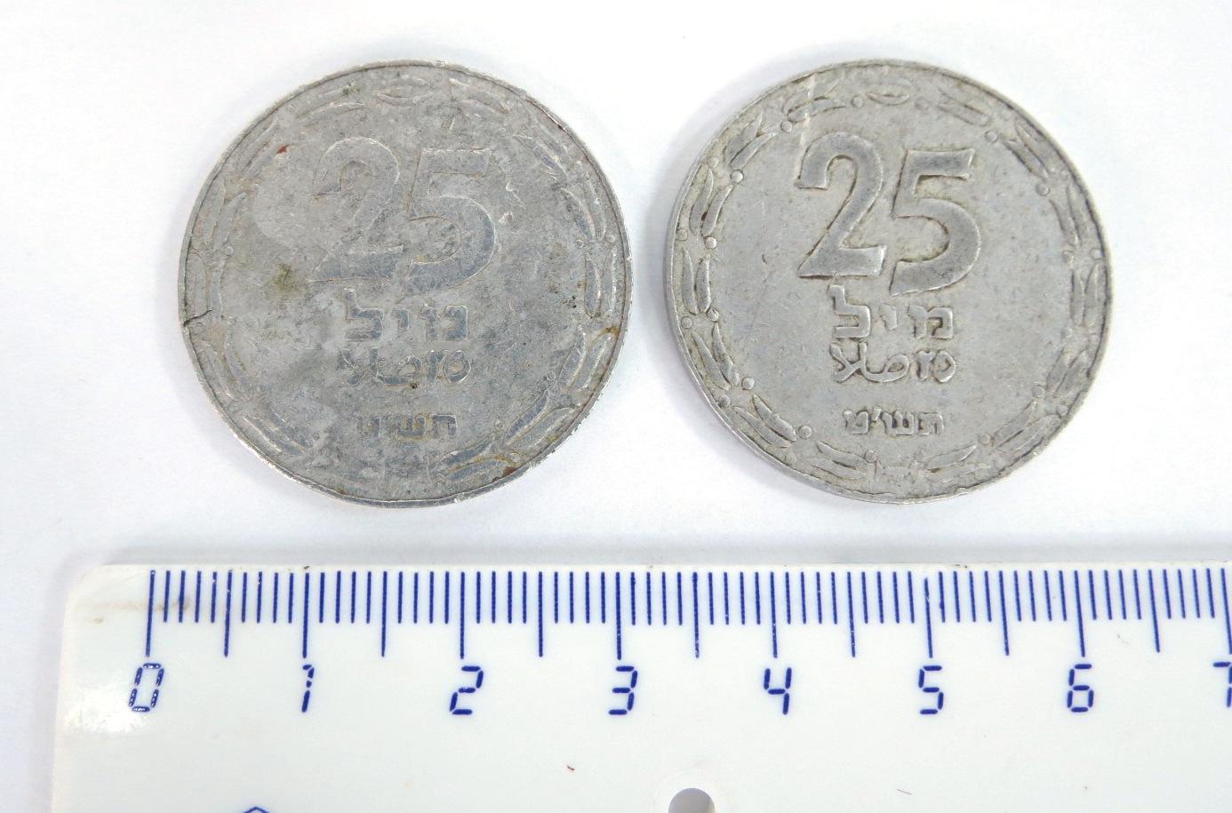 """שני מטבעות ע""""ס 25 מיל תש""""ט 1949, מצב VG-XF"""