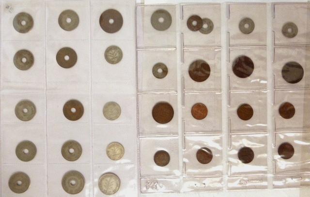 """לוט 33 מטבעות, פלשתינה א""""י מצבים שונים: 100 מיל (1935), 50 מיל (1927, 1935, 1939), 20 מיל (1927, 1942), 10 מיל (10), 5 מיל (5), 2 מיל (4), 1 מיל (7)"""