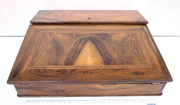 מכתביה, עץ זית, עבודת יד אומן ירושלמית, תחילת המאה ה20