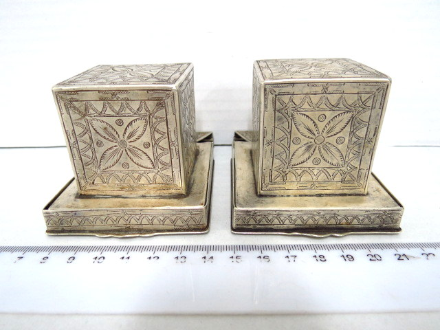 זוג קופסאות עתיקות לתפילין, כסף, פולין, עם עבודת ריקוע יד אומן