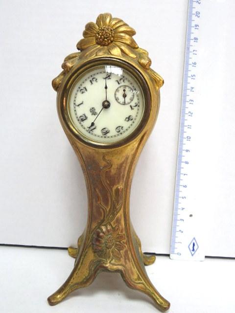 """שעון מדף קטן, מנגנון תוצ ארה""""ב, סוף המאה ה19, קופסה שפלטר אר נובו אמריקני"""