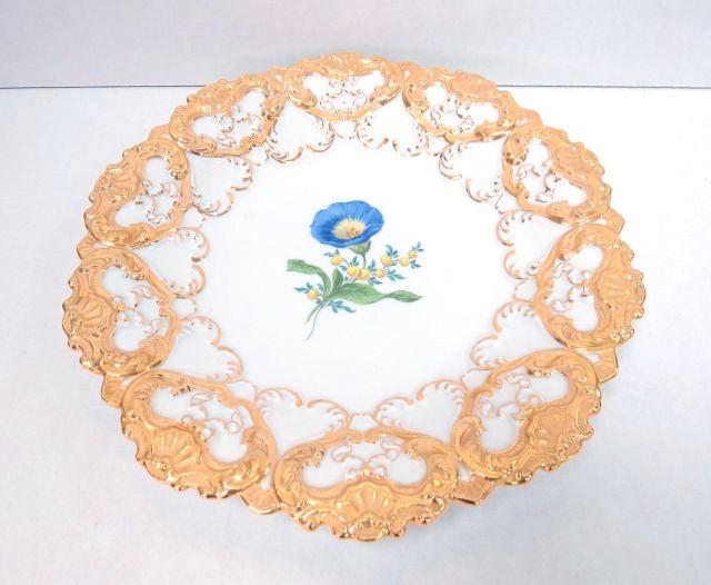 צלחת פורצלן תוצ Meissen גדולה, עם ציור פרח והזהבה, חתומה