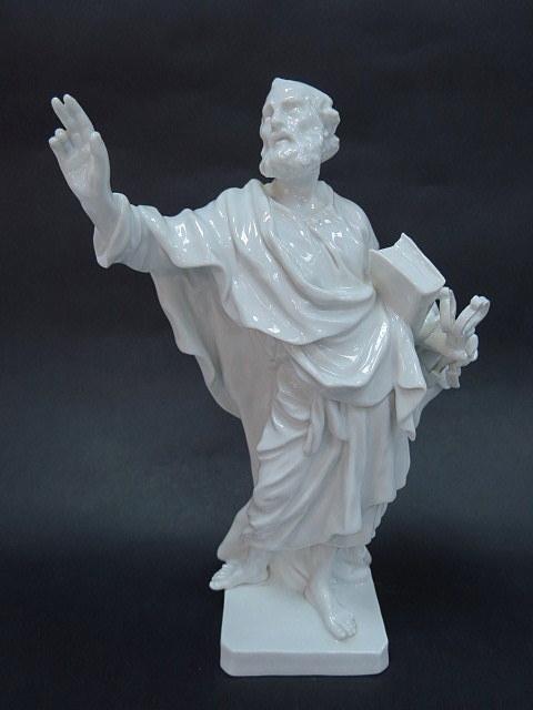 """פיגורת פורצלן תוצ Meissen, """"פטרוס הקדוש"""", חתום, גובה 24.5 ס""""מ"""
