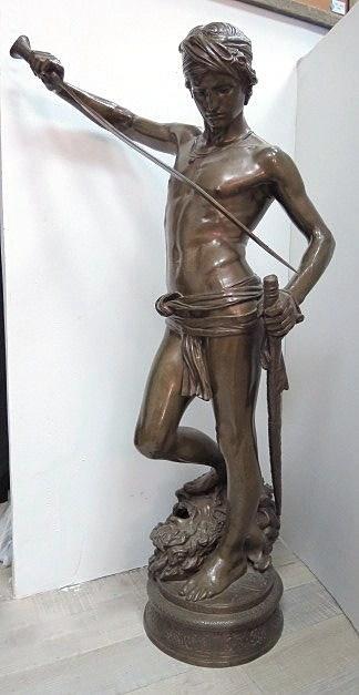 """ברונזה, דוד עם ראש גוליית חתום, גובה 89 ס""""מ"""
