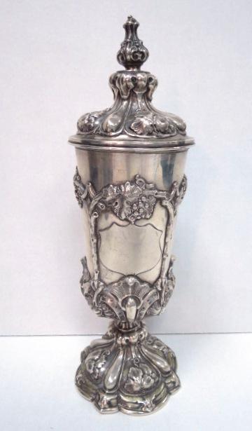 גביע כסף רקוע עם מכסה המאה ה19