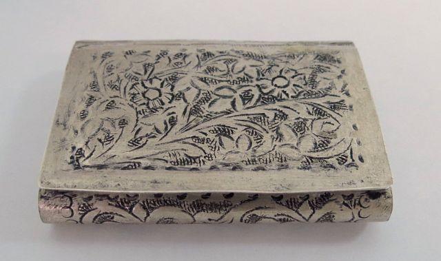 קופסת טבק קטנה, עבודת ריקוע פרסית, 26 גרם