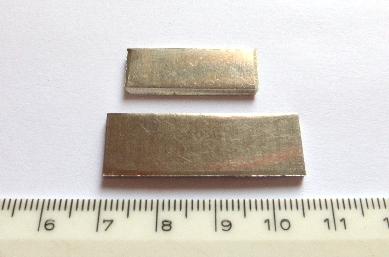 שתי חתיכות פלטינה, משקלים 9.3+18.9 גרם