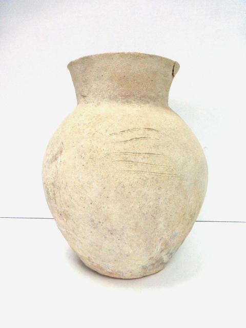 """כד חרס, תקופת הברונזה התיכונה 2000 עד 1550 לפנה""""ס, גובה 26 ס""""מ, תיקון בשפה (לא מקצועי), מלבד זאת מצב טוב"""